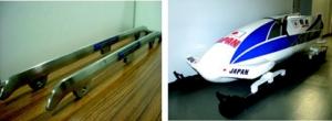 堀切川一男氏開発の低摩擦ランナーと、ランナーを装着した長野五輪日本代表用ボブスレー