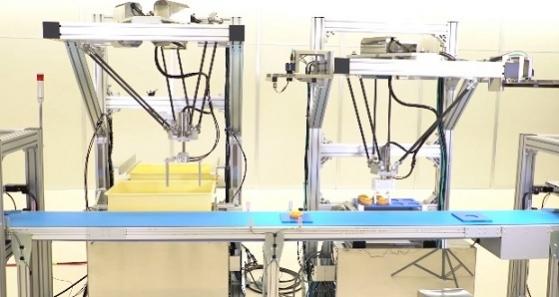 安川電機: 安川電機 可動部にNSF H1グリースを使用した「トッピングロボットシステム」