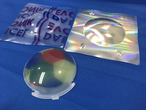 181227ダイセル・エボニック: 真空成形によりホログラムポリウレタンフィルムをダイアミドと複合化したシート。ダイアミドは透明なため、プリントを施すなどの多彩な加飾も可能
