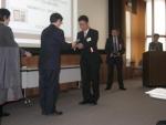 第2回の大賞贈呈を受ける豊橋技術科学大学・滝川浩史氏
