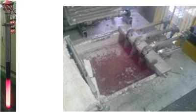 今回開発したアルミニウム溶湯加熱用の浸漬ヒーター(左)と溶湯に浸漬中の様子(右)