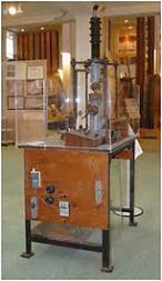 「電子回折装置」名古屋大学博物館