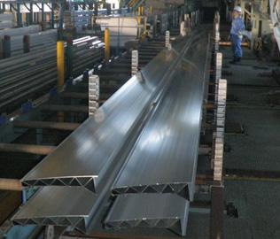 神戸製鋼所「アルミ押出形材」